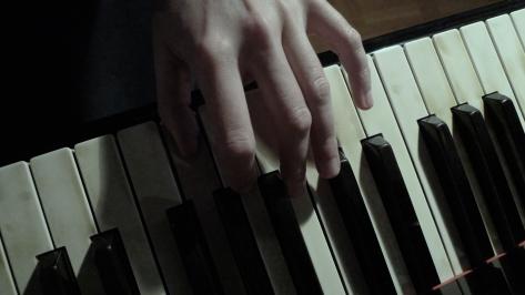 Hånd på klaviatur